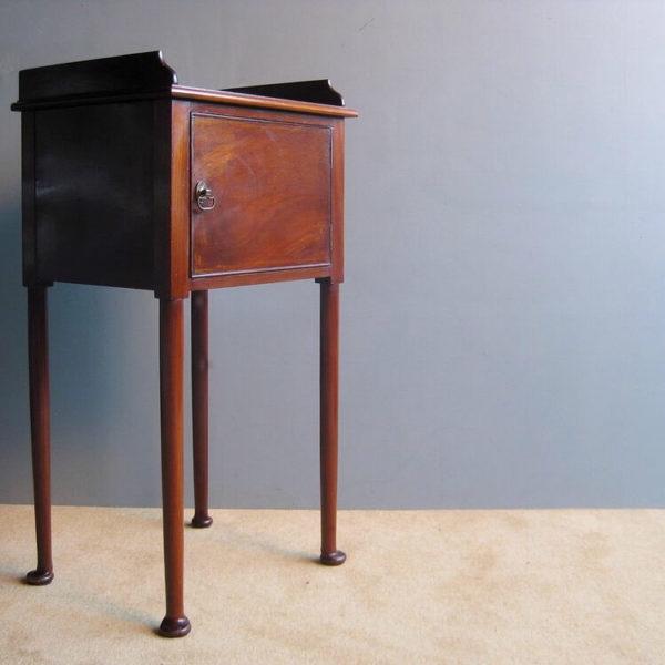 Pad foot cabinet