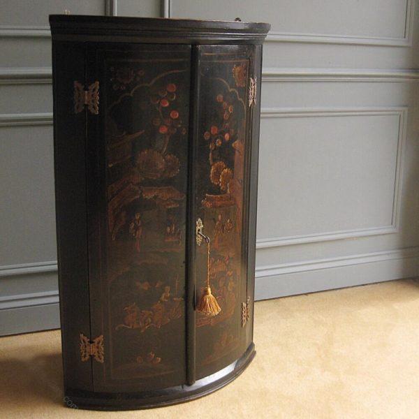 Georgian chinoiserie corner cabinet