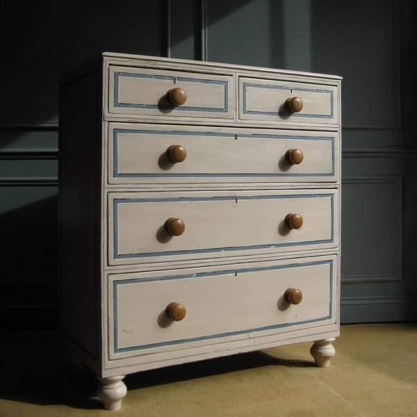 Trompe l'oeil chest of drawers